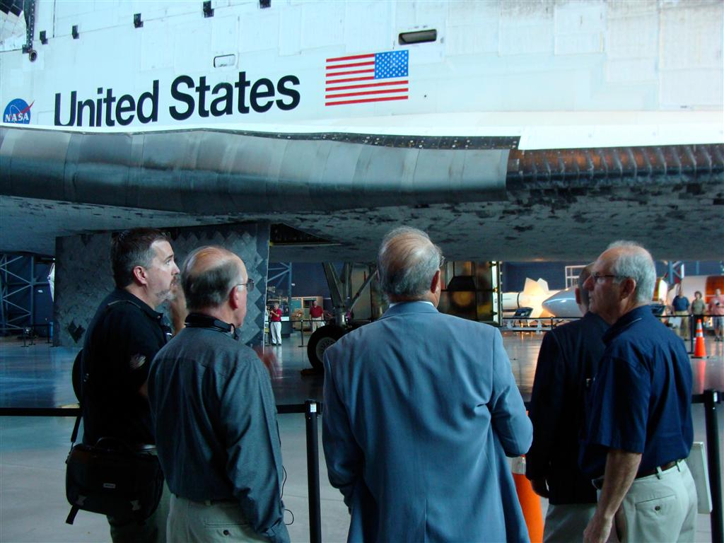 Roger talks with some of the NASM Docents about Discovery