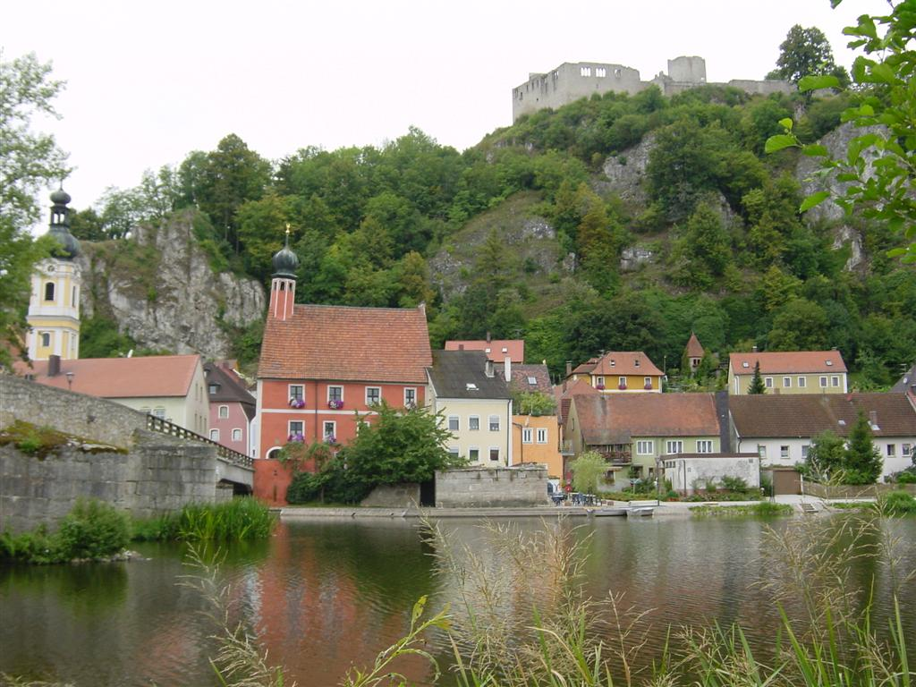 town-bridge-cliff-and-castle