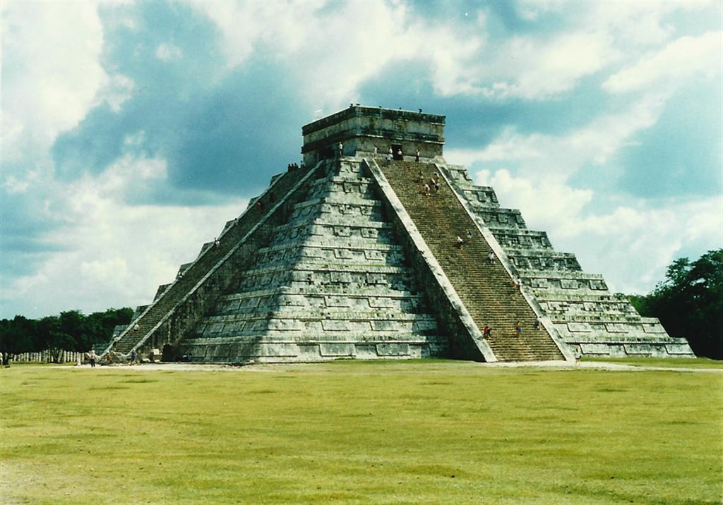 el-castillo-kukulkan-pyramid-1-