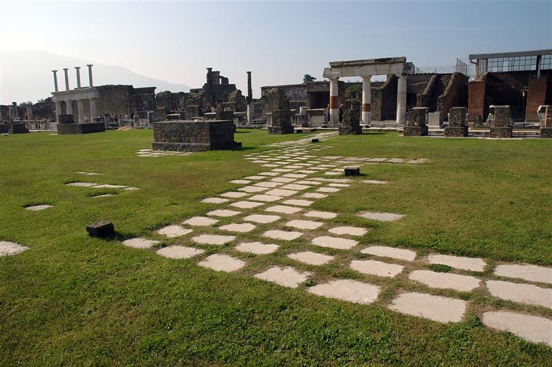 Forum Pompeii walkway