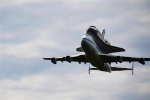 Discovery fly-by 1 (1)
