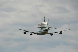 Discovery fly-by 1 (5)