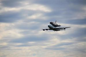 Discovery fly-by 2 (1)