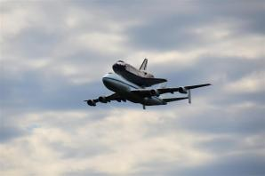Discovery fly-by 2 (2)