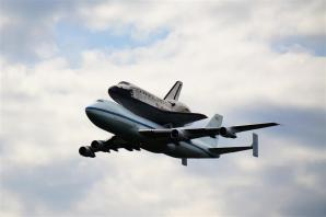 Discovery fly-by 2 (3)