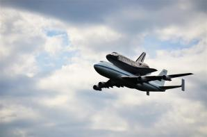 Discovery fly-by 2 (4)