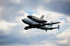 Discovery fly-by 2 (5)