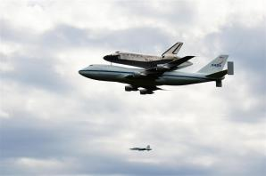 Discovery fly-by 2 (7)