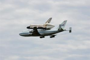 Discovery fly-by 2 (8)