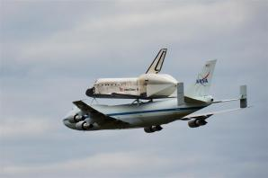 Discovery fly-by 2 (9)