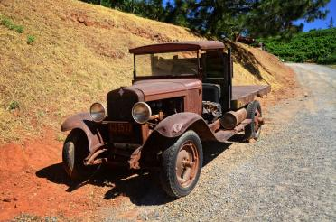 Boeger Winery - old truck 01