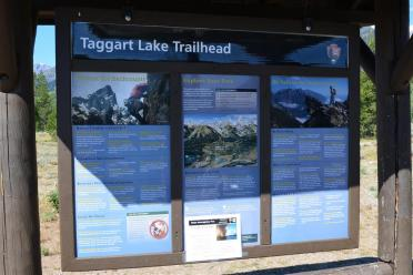 Trailhead info sign