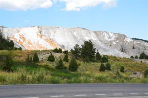Mammoth Hot Springs - from road (1)